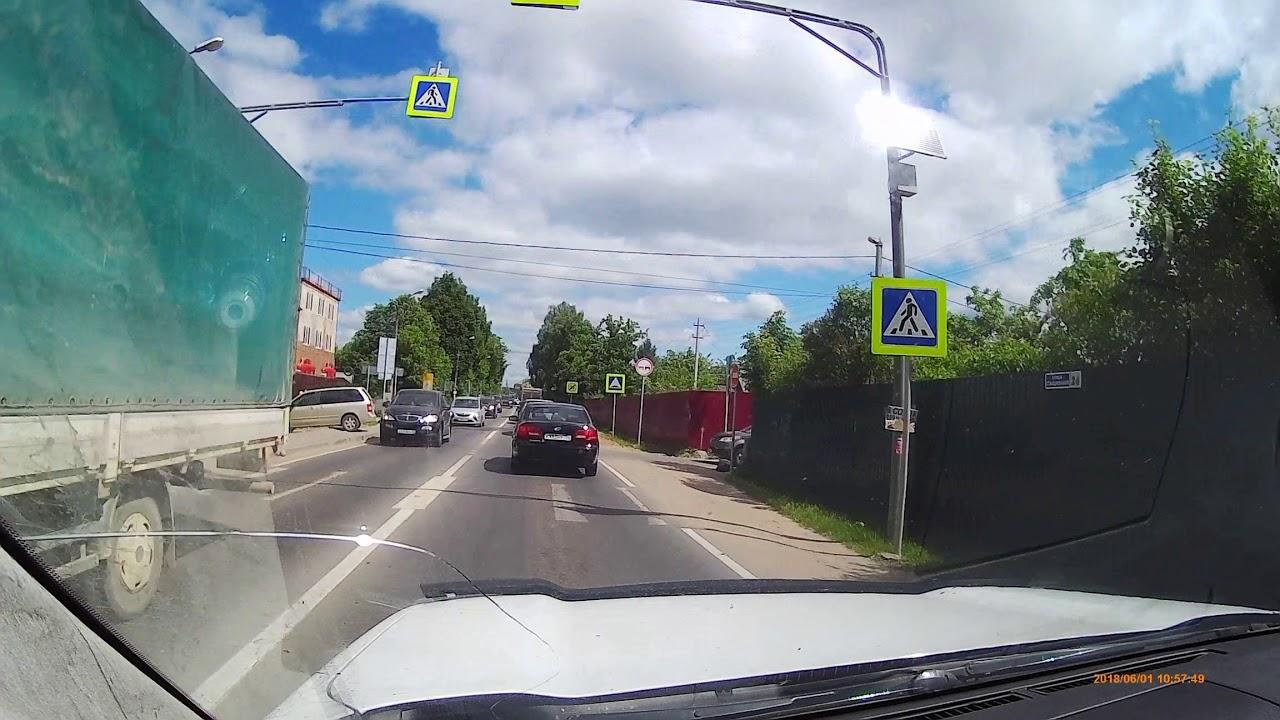 Водители Infiniti и Volkswagen подрались после ДТП в Нахабино