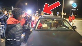 شاهد لحظة مغادرة اوناجم بعد الفوز على بيترو أتلتيكو و تهافت الجماهير لالتقاط الصور معه