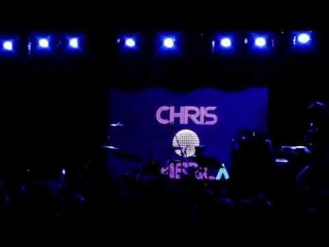 Madonna Impersonator Chris America sings Jump