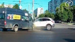 В Туле во время ДТП пассажир выбил головой окно маршрутки