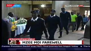 Both police and the public pay their last respect to mzee Moi at parliament buildings