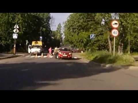 Тойота задела зеркалом пешехода