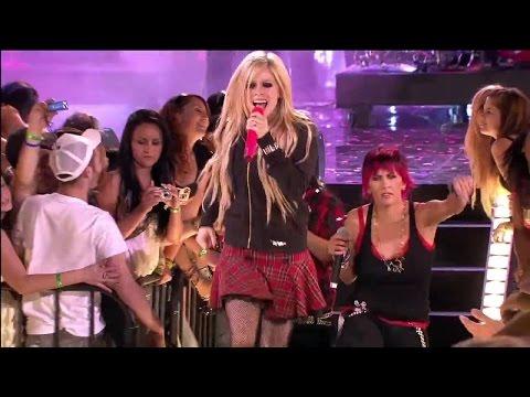 Avril Lavigne - Girlfriend Live At MMVA