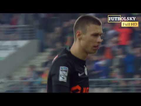 الهدايا لا ترفض.. حارس يمنح منافسه تمريرة هدف في الدوري البولندي