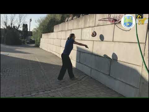 Challenge Baggern an Wand
