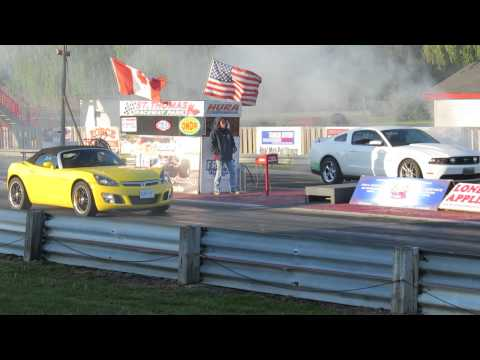 2012 Mustang GT vs Saturn Sky Red Line Drag Race