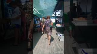 Драка. Геническ-рынок. Женщина проучила торговку..
