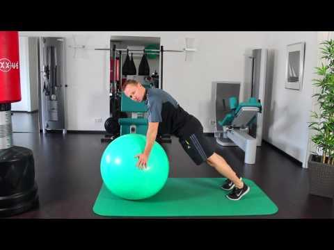 Übungen für die Brustwirbelsäule in Osteochondrose in einem Stuhl