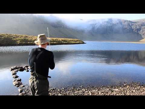Fluefiskeri efter ørreder i Vatndalsvatn på Færøerne