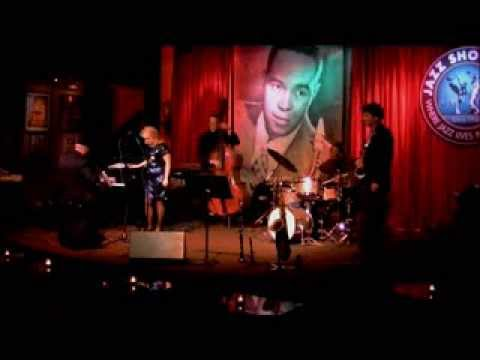 """Solitaire Miles - """"I'm Beginning to See the Light"""" live at the Jazz Showcase"""