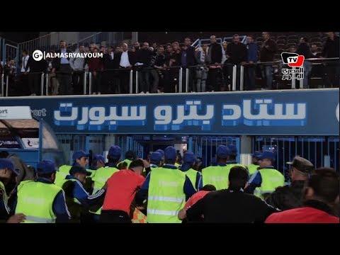 انهيار حكام مباراة الزمالك والمقاولين لحظة خروجهم من أرضية الملعب: «فين السيطرة»