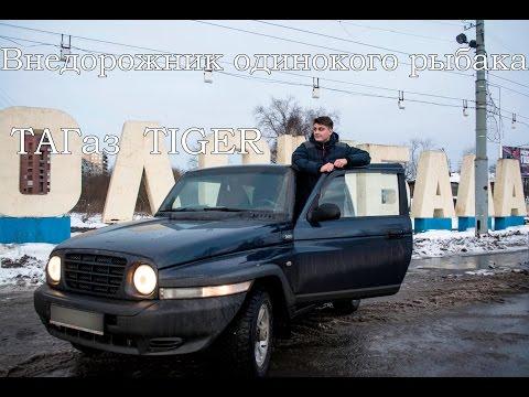 Die Wagen auf dem Benzin des Fotos
