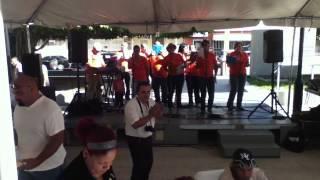 preview picture of video 'AMIGOS DE CRISTO PRESENTE EN UN AGUINALDO DE AMOR EN ARROYO PUERTO RICO 28/11/13'