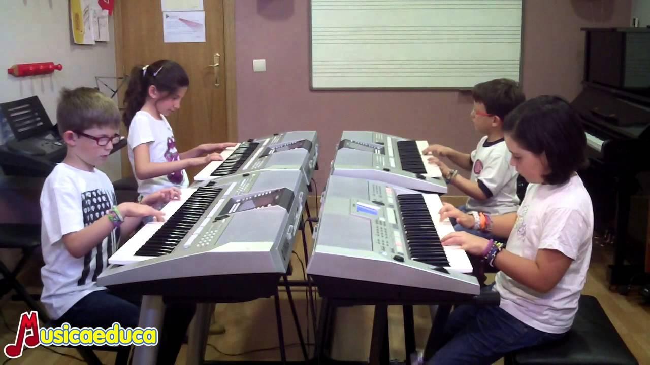 Un chass!!! - Grupo de alumnos de Mi Teclado 3 - Acordes Escuela de Música Moderna
