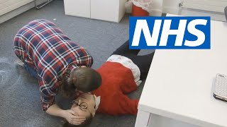 How to put someone into the recovery position | NHS