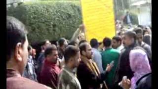 preview picture of video 'مظاهرة بجامعة بنها ضد رئيس الجامعة'
