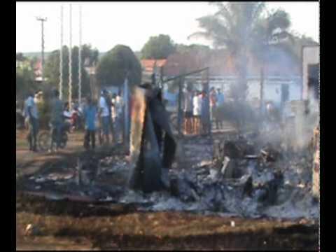 Veja as imagens do incêndio na prefeitura de Água Azul do Norte
