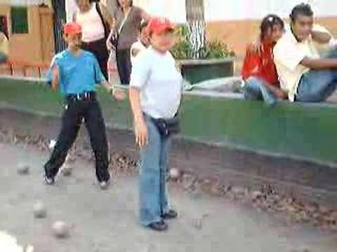 Ver vídeoSíndrome de Down: Bolas criollas