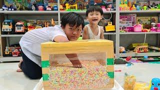 Tin và Anh Hai chơi trò tìm đồ  trong thùng xốp ❤ Đồ chơi trẻ em Tin Siêu Còi ❤