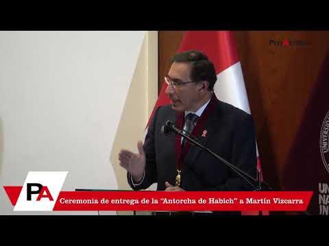 """Ceremonia de entrega de la """"Antorcha de Habich"""" a Martín Vizcarra - 19 de Julio"""