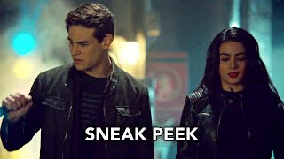 "Shadowhunters 3x16 Sneak Peek #2 ""Stay With Me"" - Simon et Izzy"