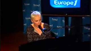 Annie Lennox .There Must Be An Angel . Paris 2009