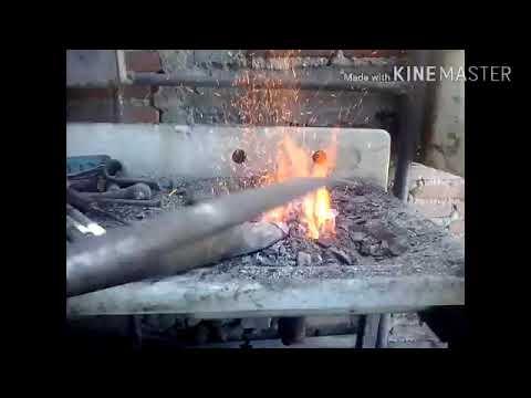 Cuña y cinceles en fragua de carbon