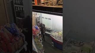 Desafectan a un policía de la Ciudad que fue grabado robando en un supermercado