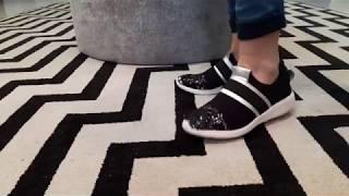 Vídeo Sapatênis Preto com Detalhe de Elásticos e Paêtes Orcade
