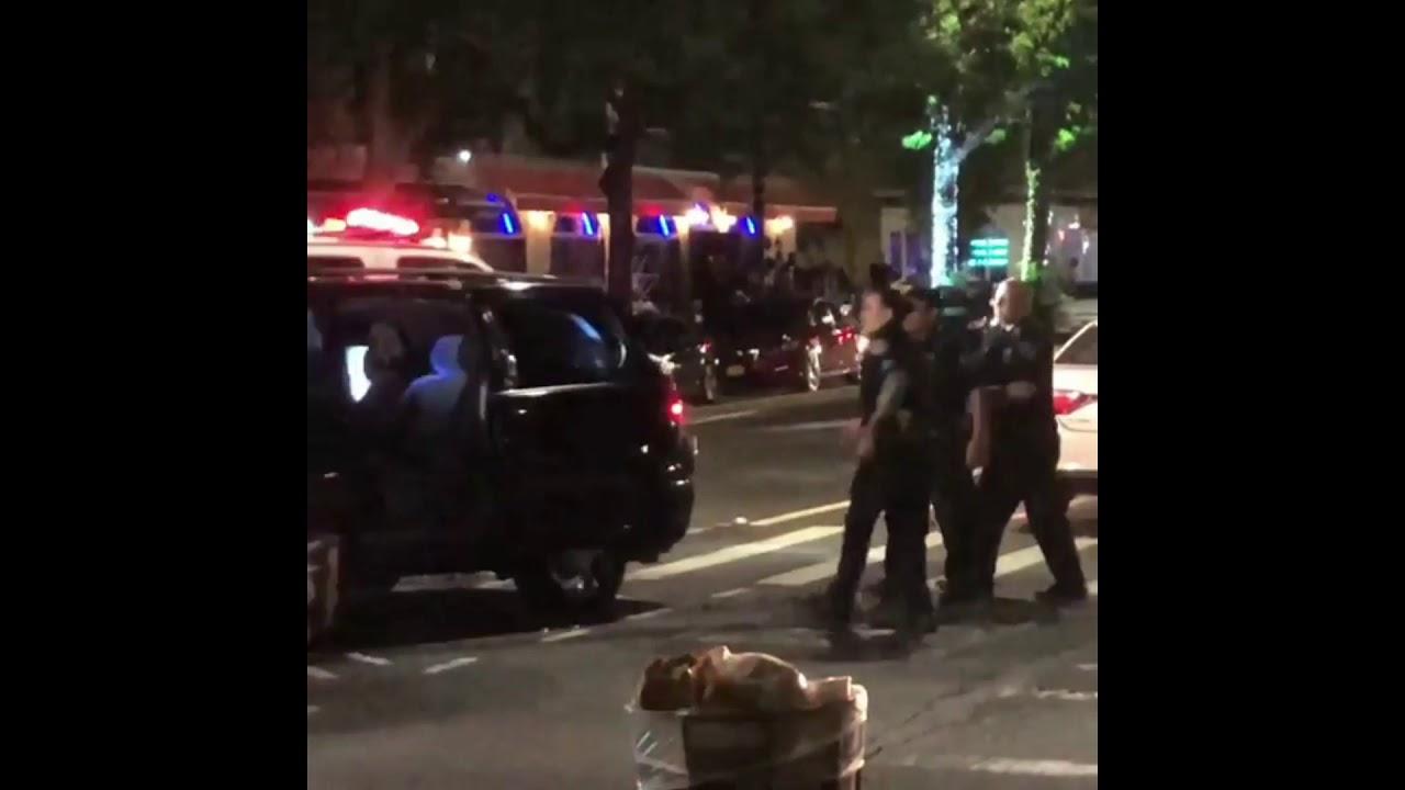Водитель в Нью-Йорке, пытаясь скрыться от полиции, повредил кучу автомобилей