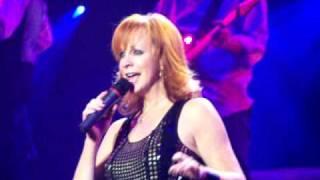 Reba McEntire (live) - Rumor Has It (chorus/short clip)