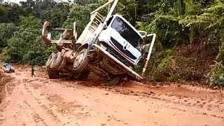 Extreme Heavy Logging Truck Over Size Loading on Dangerous Road - Truk Kayu Indonesia