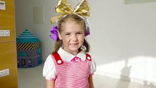 Катя как принцесса собирается на бал