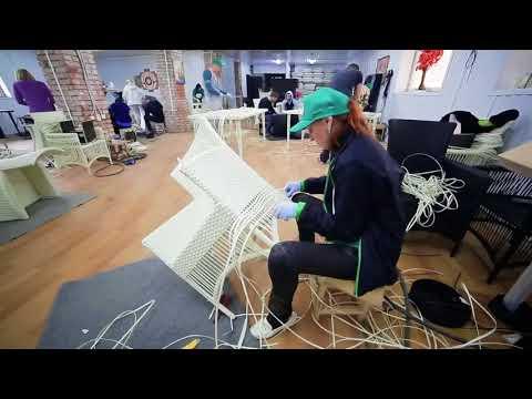 Плетение мебели из искусственного ротанга  Фабрика мебели Lele  Ручная работа  online video cutter c
