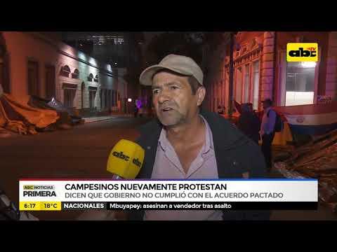 Campesinos nuevamente protestan