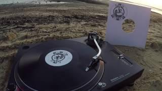 Roog & Dennis Quin ft. Berget Lewis - Igohart (Original Mix)
