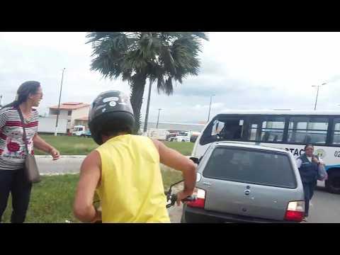 CE-040 em Aquiraz bloqueada em protesto ao aumento do preço da gasolina