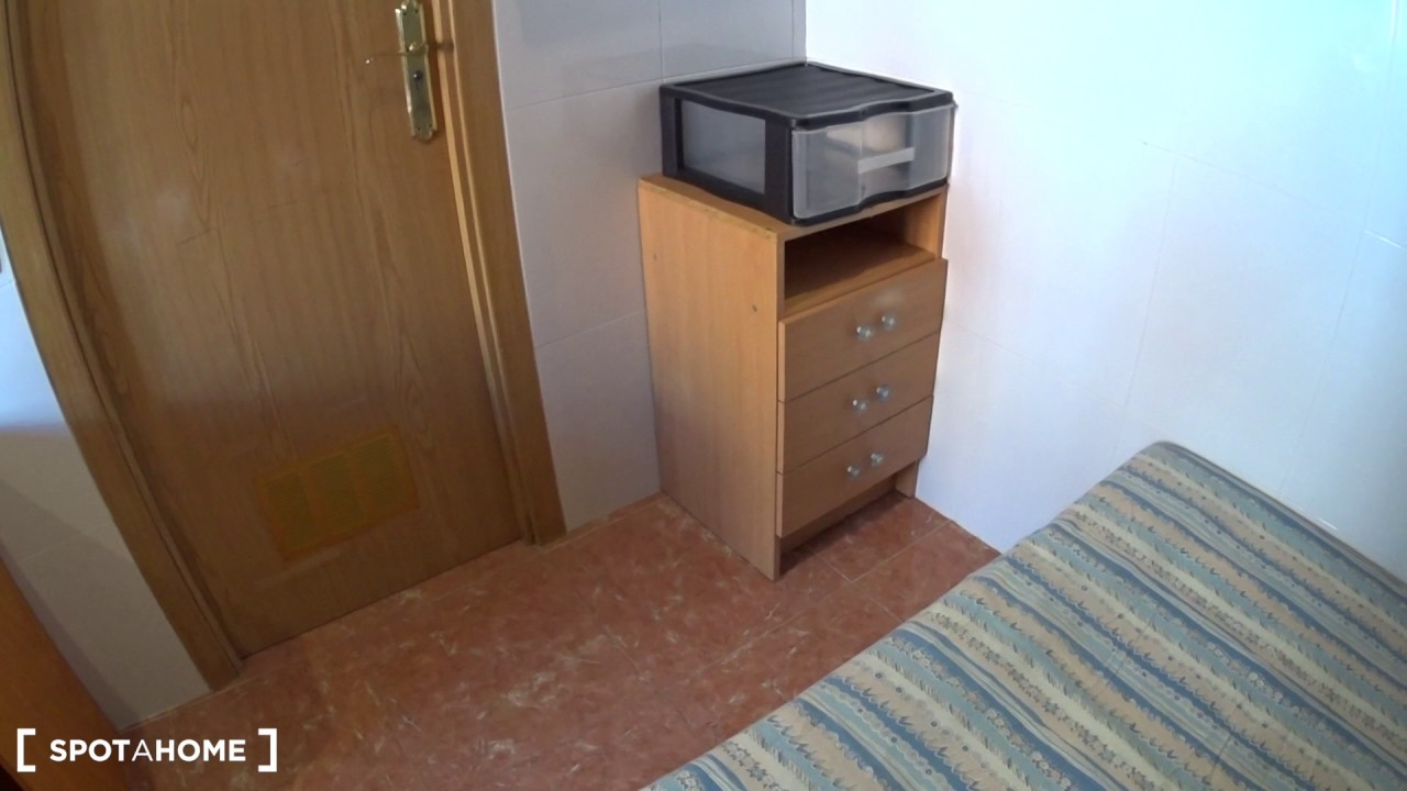 Compact studio apartment with AC for rent in Collblanc