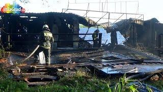 В Архангельске сгорел заброшенный плавучий клуб  «Триумф»