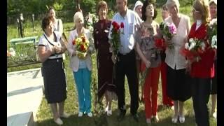 От всей души. На могиле В.М.Леонтьевой гости из Москвы и Димитровградцы.