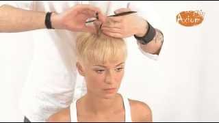 Смотреть онлайн Стильная женская стрижка на короткие волосы