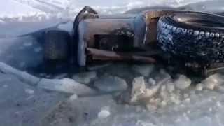 Смотреть онлайн Тойота Сурф уходит под лед