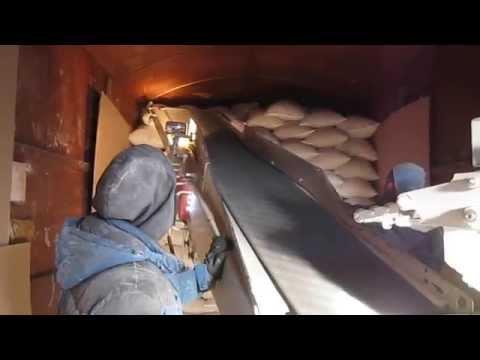 Погрузка мешков в вагон (МельСервис)