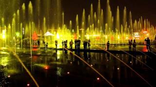 Video : China : Evening fountains near the Big Goose Pagoda, Xi'An 西安