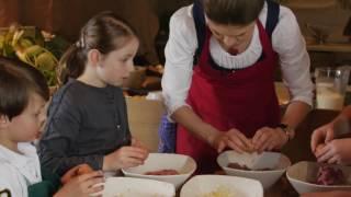 Stanglwirt Kinderschmankerl mit Sarah Wiener Rezept Faschierte Laiberl mit Kartoffelpüree HD
