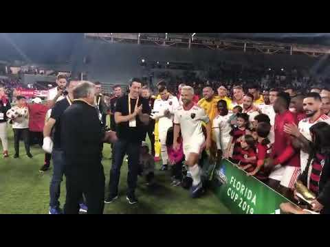 Zico entrega a taça ao Flamengo Campeão da Florida Cup 2019