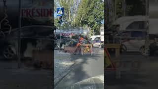 В Николаеве во время ремонтных работ дорожники закатали в асфальт ливневки (видео)
