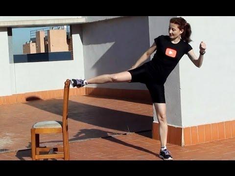 Los ejercicios para el adelgazamiento del vientre de los lados y los pies en las condiciones de casa