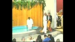 preview picture of video 'Battesimi 2010 Chiesa Evangelica Battista di Casoria'
