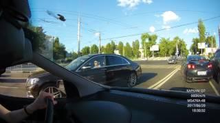 В Воронеже иномарка переехала ноги парню, выбежавшему на пешеходный переход